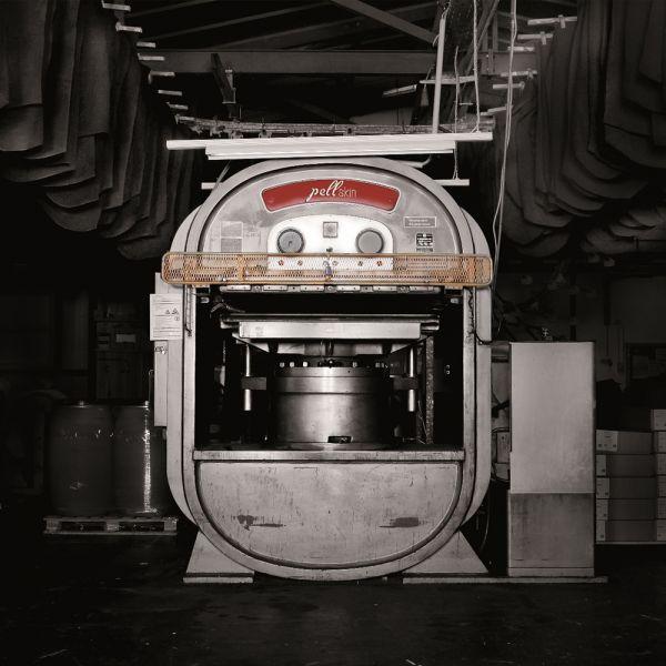 Lenkradleder | Erstes Spaltleder für ein Ford-Lenkrad verlässt die Produktion von Lecapell.